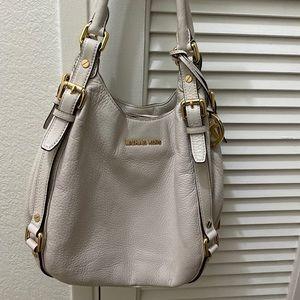 Compact Michael Kors bag W/ many compartments